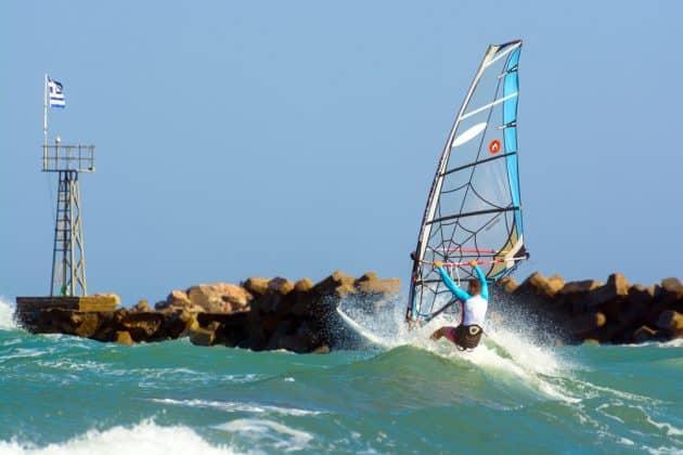 Comment et où faire du kitesurf à Santorin ?