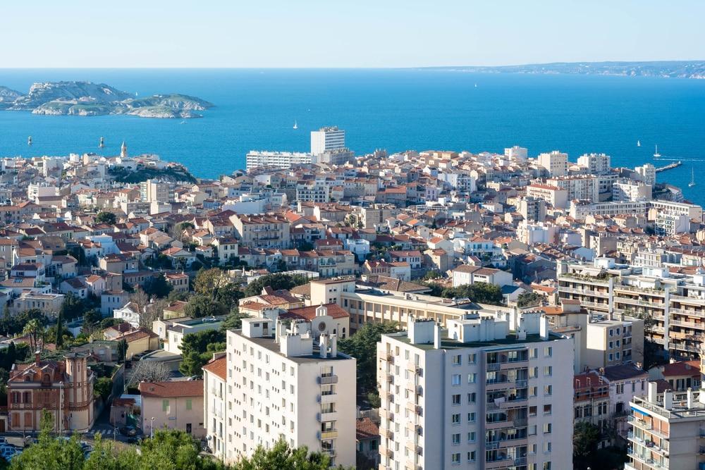 Vue sur la mer et Marseille, depuis les hauteurs