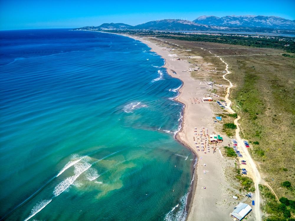 La plage longue d'Ulcinj
