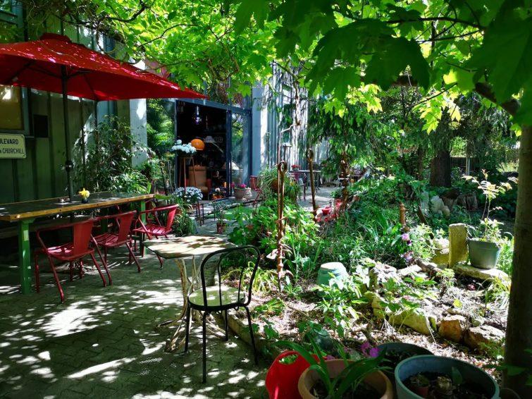 Pavillon confortable et atypique avec un jardin magique