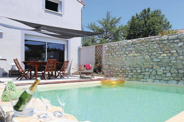 Jolie maison de vacances avec piscine privée et jardin clos