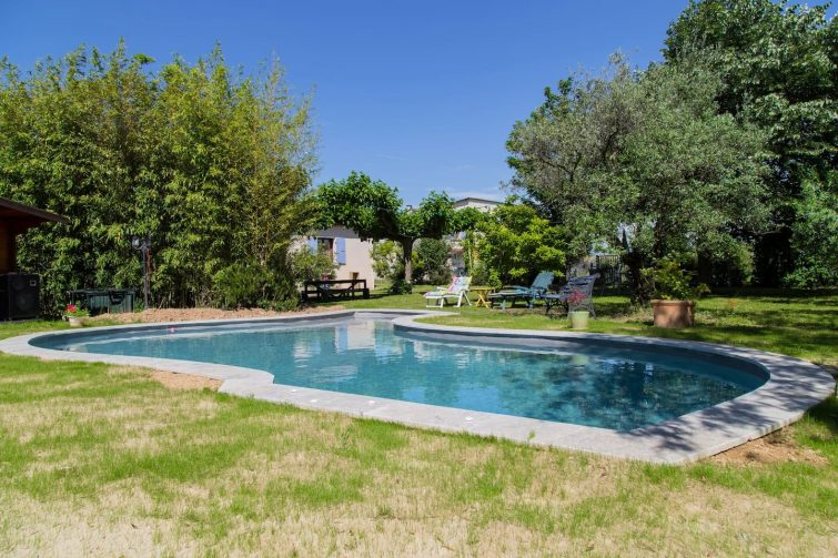 Gîte charmant avec accès à un beau jardin et une piscine
