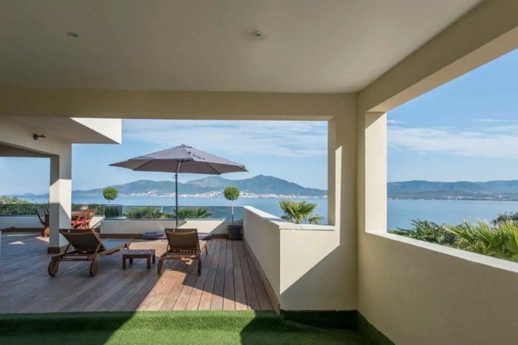Appartement avec terrasse et vue sur mer