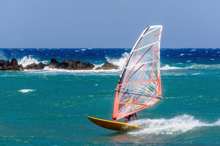 Réserver une session de kitesurf à Santorin