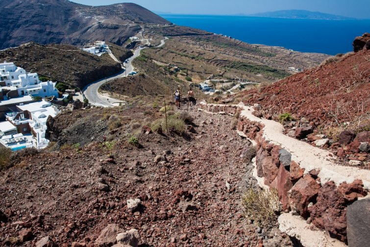 Visiter Santorin en randonnée