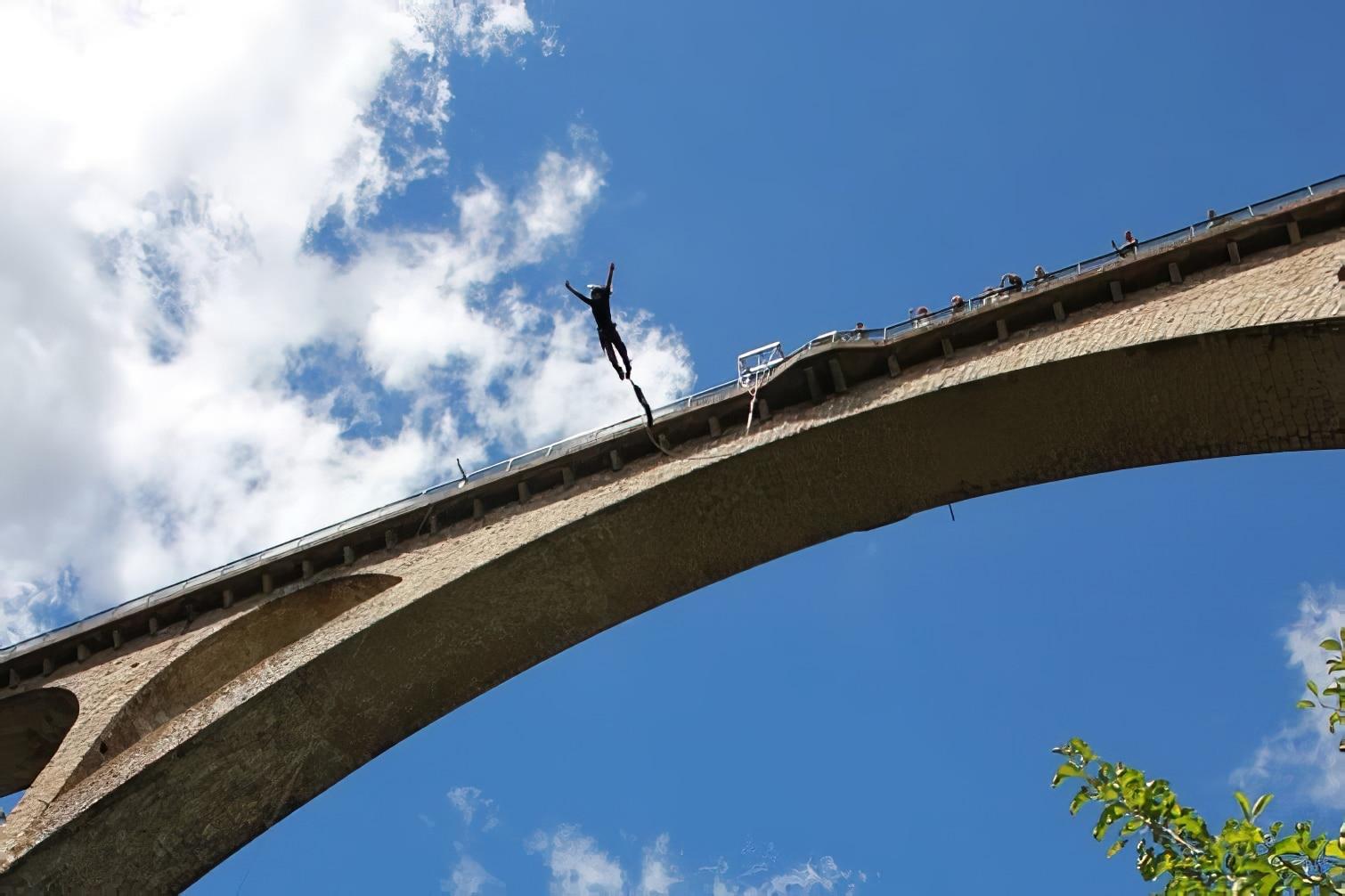 Saut à l'élastique en Ardèche : viaduc de la Banne