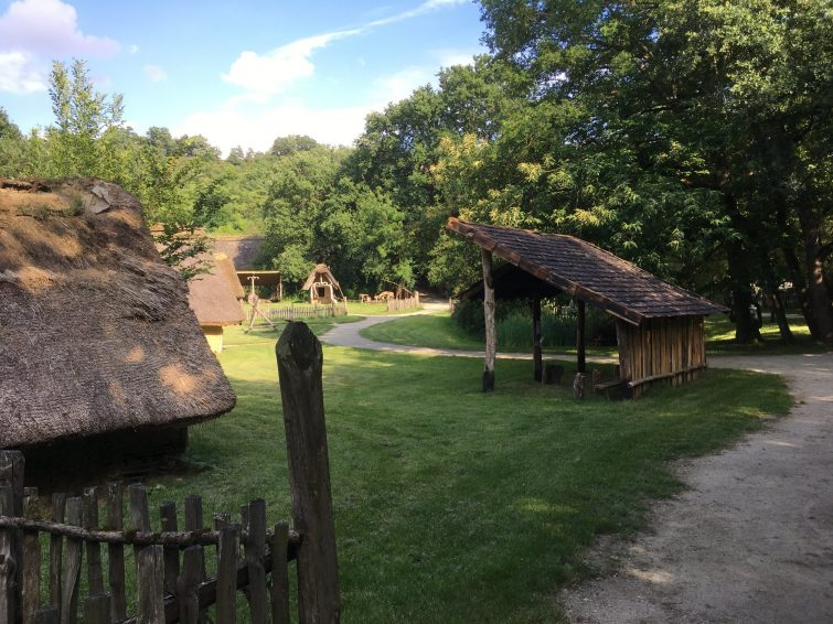 Le village gaulois l'archéosite