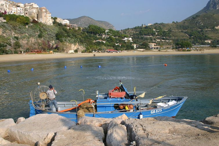 Faire du bateau à Sperlonga