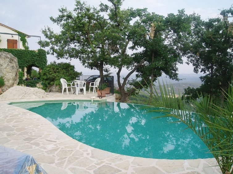 1 BR flat with Breathtaking views in Seillans