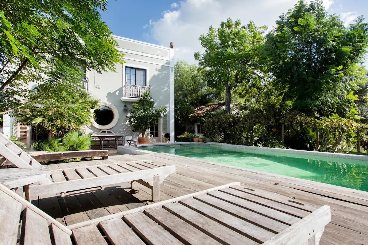 Jasmin cottage in the huge garden à proximité de Park Ria Formosa and Olhao.