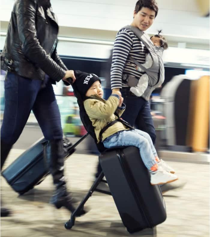 Une valise porte-bébé