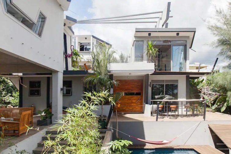 Très joli studio isolé dans villa design piscine vue mer