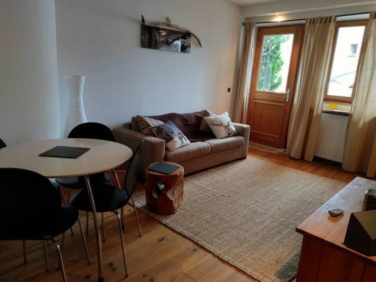 Charmant appartement avec terrasse, bien situé.