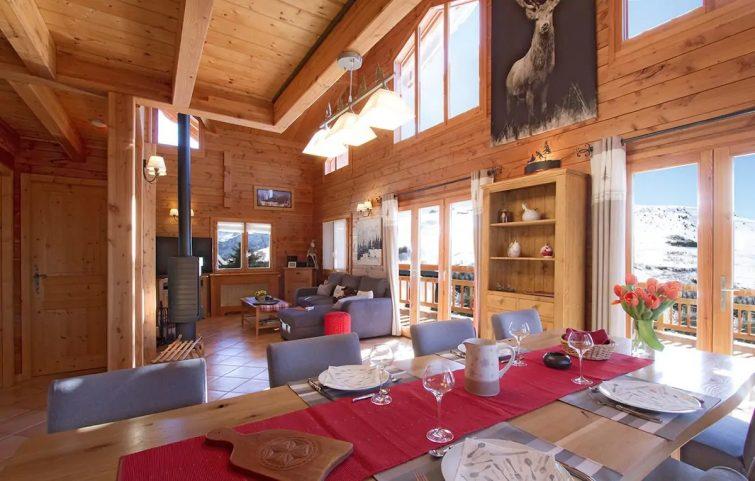 Bain à Remous Privé + Local à Skis | Beau Chalet, Wi-Fi Gratuit