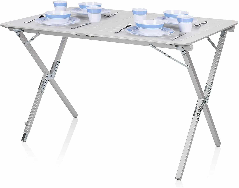 Une table de camping