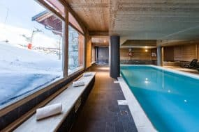 Studio au bord des pistes   Accès Piscine, Sauna, Casiers à ski et+