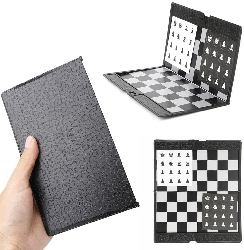 Un jeu d'échecs de poche