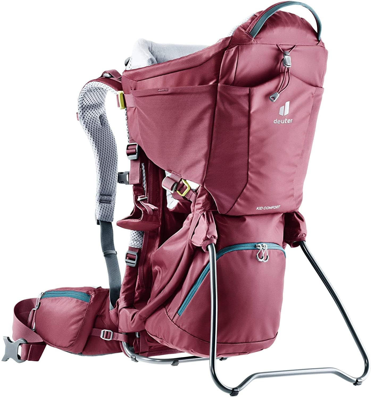 Un porte-bébé dorsal avec sac à dos intégré
