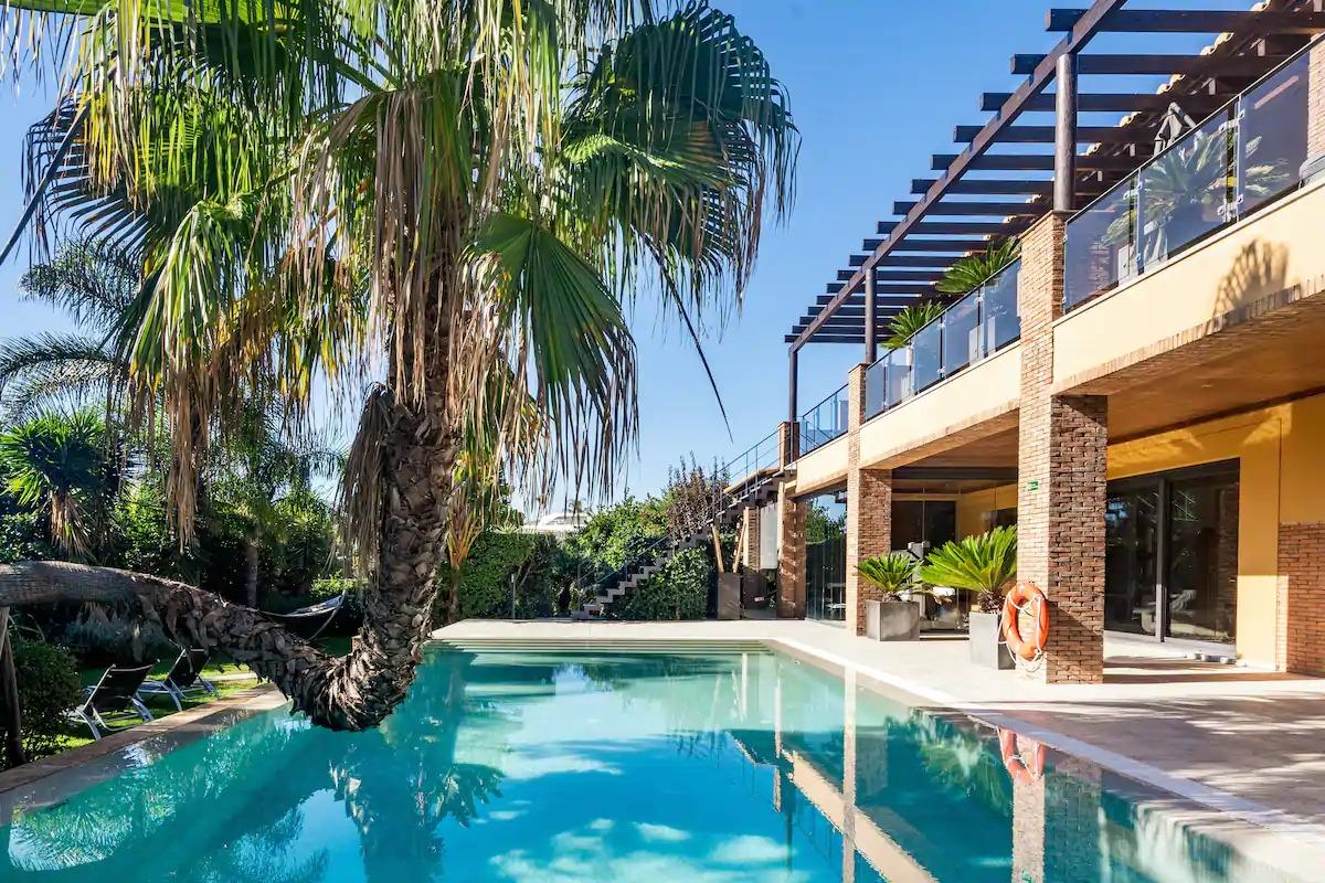 Relaxing Villa With a Lush Garden Near Beach Porto de Mós