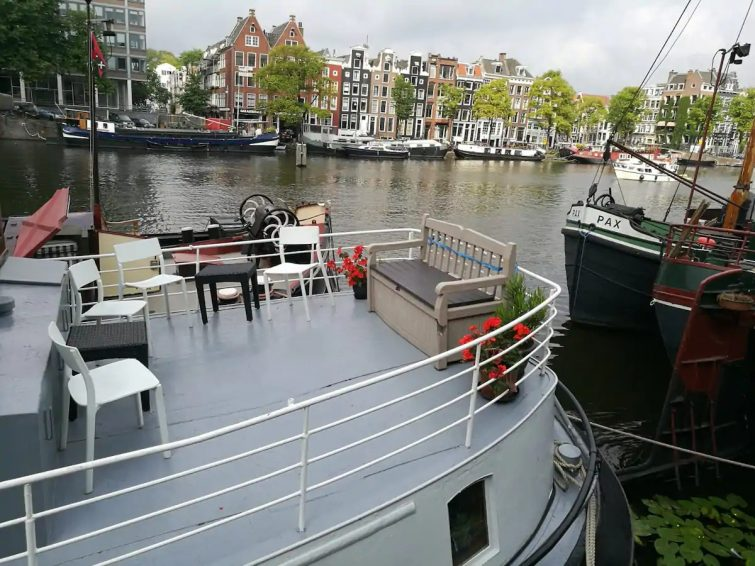 Stunning houseboat in center of Amsterdam