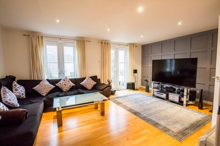 Your 'home away from home' - modern 3 bed house