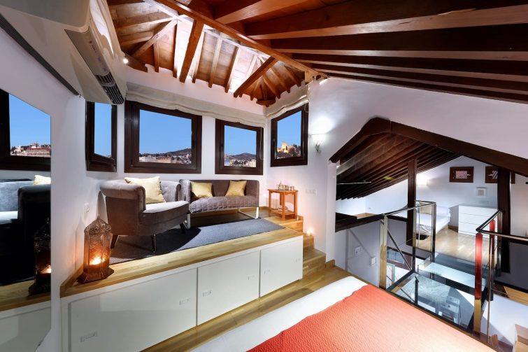 PANORAMA PENTHOUSE. Sunny loft with stunning views