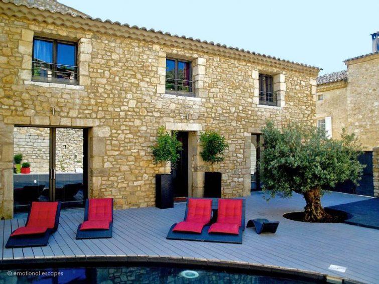 Villa Avelans: Maison du village avec piscine - Dormir à La Roque-sur-Cèze