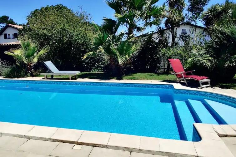 Airbnb La Teste-de-Buch - terrasses piscine sentier du Littoral Calme.