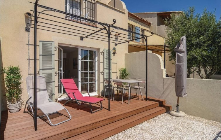 Belle maison avec terrasse sur la marina d'Aigues-Mortes