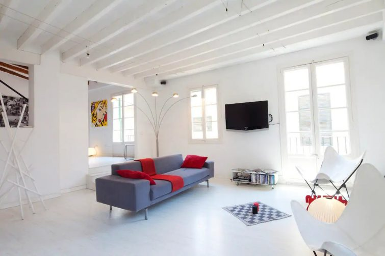 Bright and modern penthouse in the old town