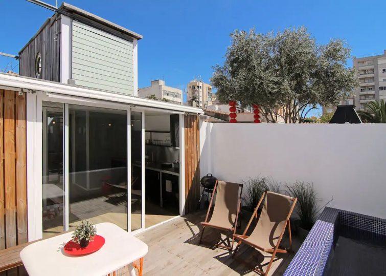 Original & sunny private house w pool
