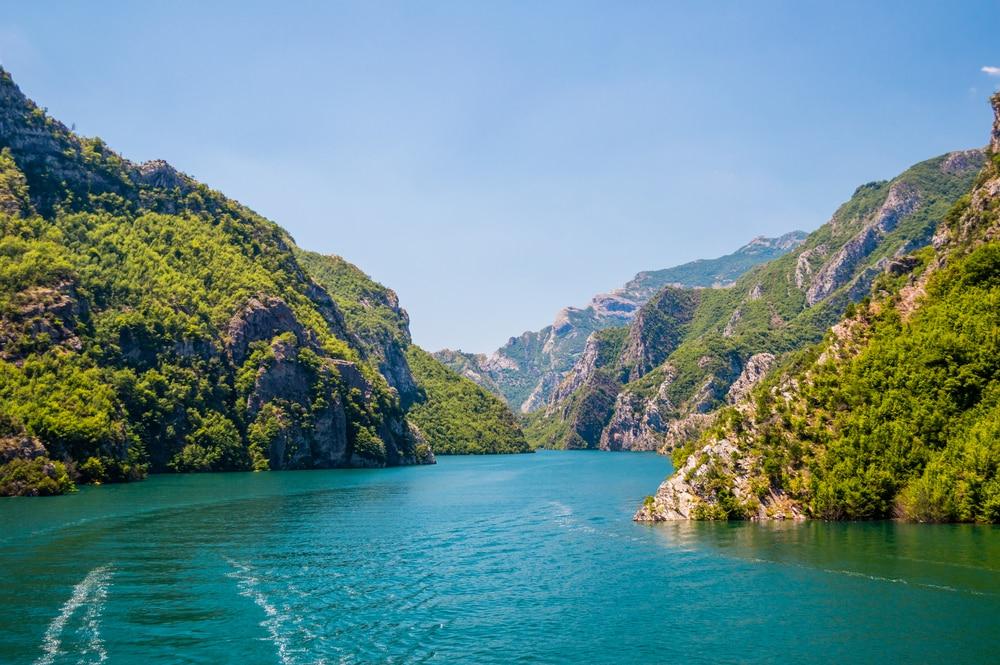 Les paysages magnifiques du lac de Koman