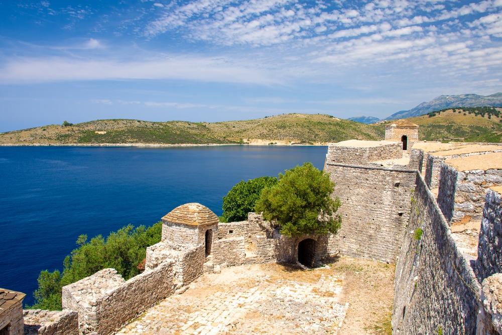 Vue depuis la forteresse Ali Pasha à Porto Palermo