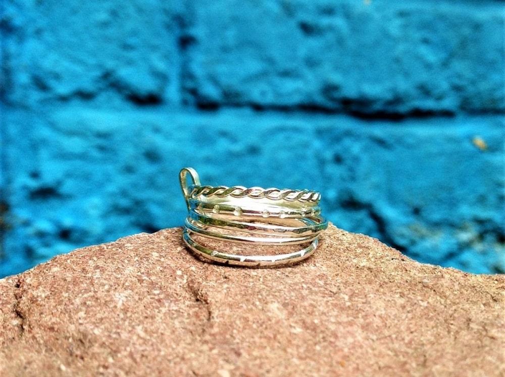 Un atelier pour créer son bijou avec un artisan