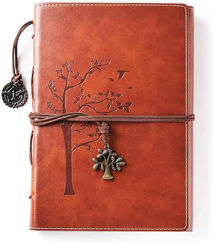 Un carnet d'écriture avec couverture cuir