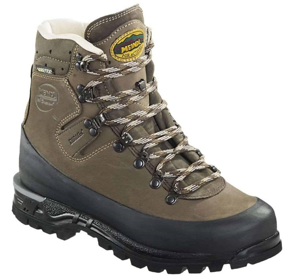 Des chaussures de randonnée homme montante