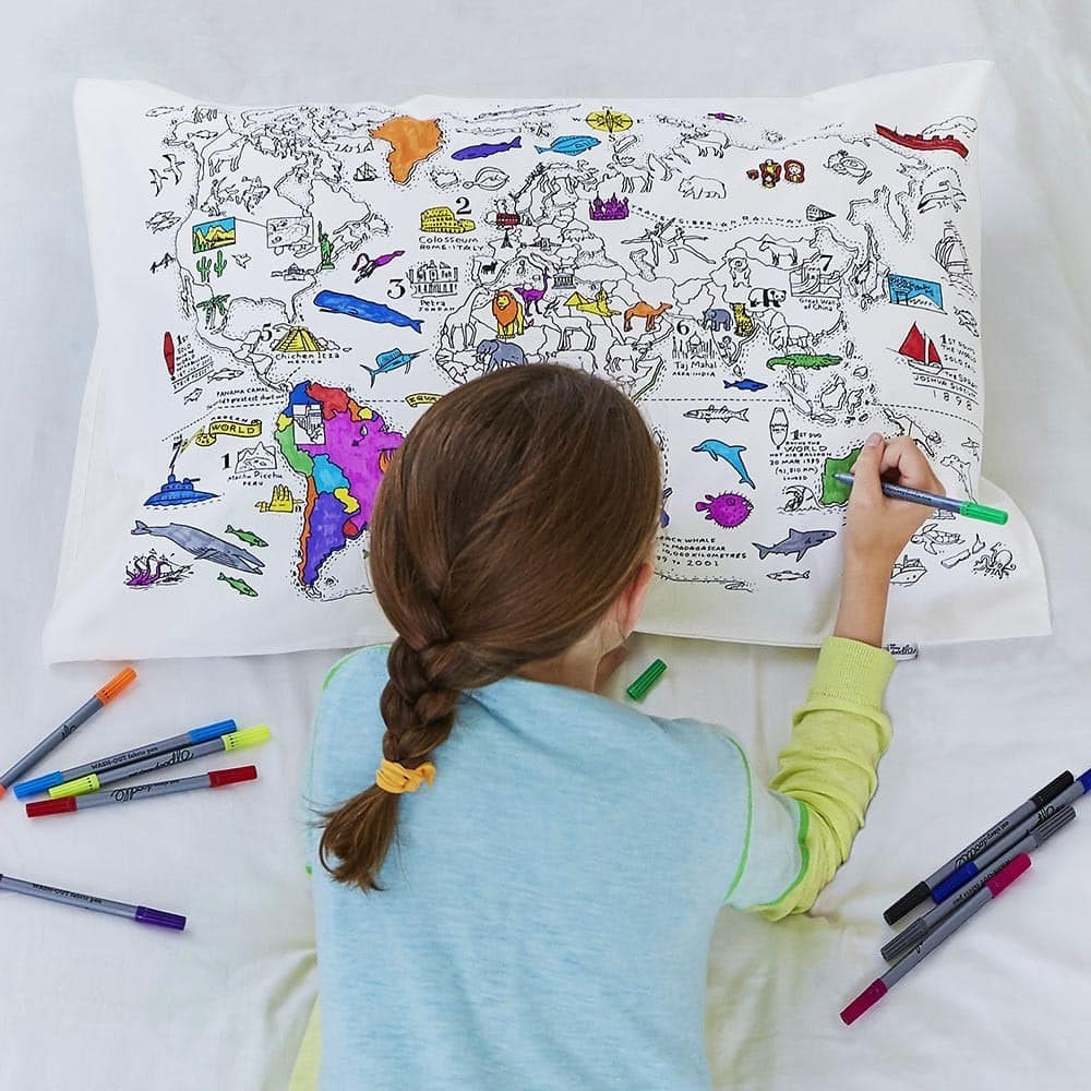 Une taie d'oreiller carte du monde à colorier