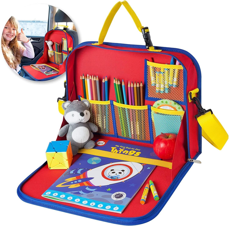 Un plateau de jeux pour enfant en voyage