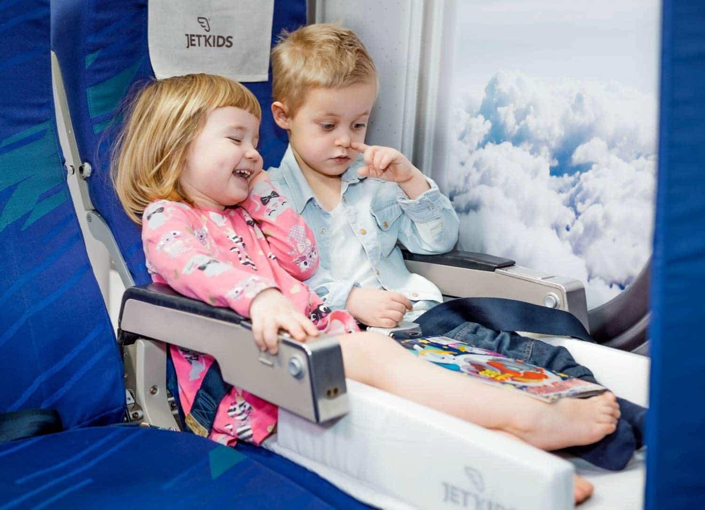 Un lit d'avion pour enfant