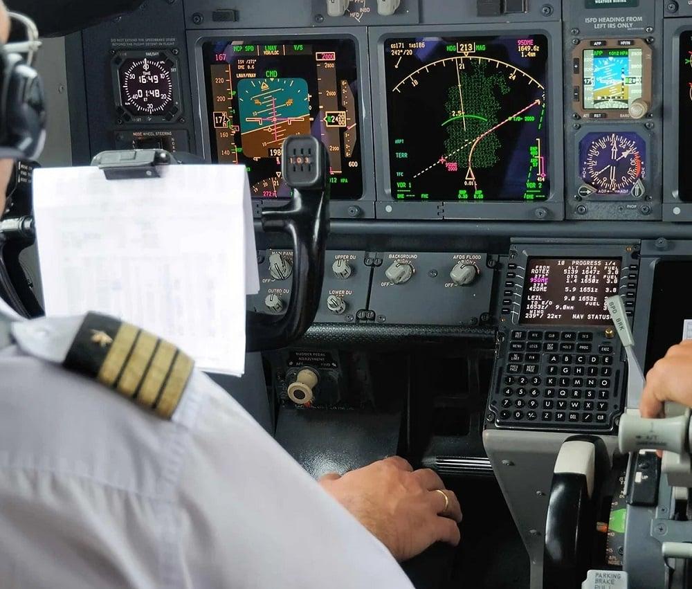 Une session de pilotage d'un avion de ligne en simulation
