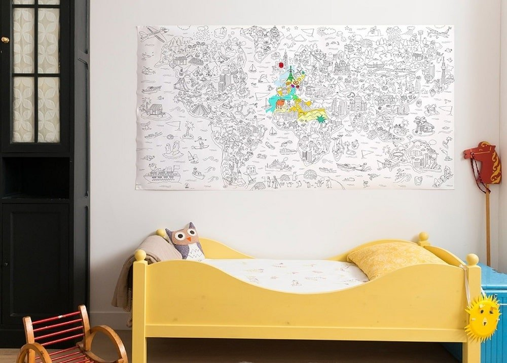 Un poster géant de l'Atlas à colorier