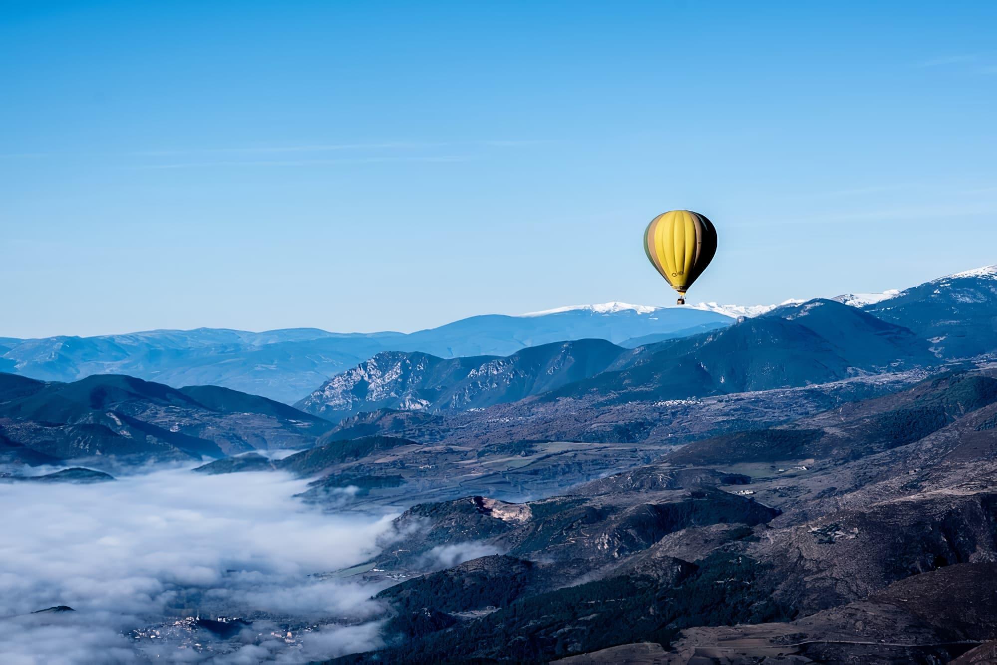 montgolfière week-end insolite en amoureux dans les Pyrénées