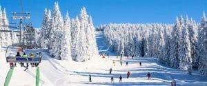 14 stations de ski idéales pour les skieurs débutants