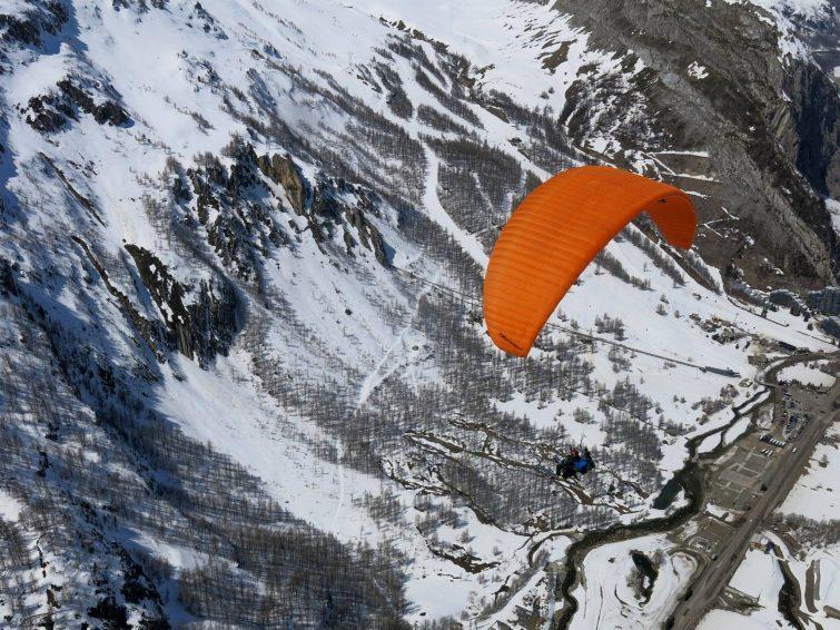 Parapente au dessus de Val d'Isère