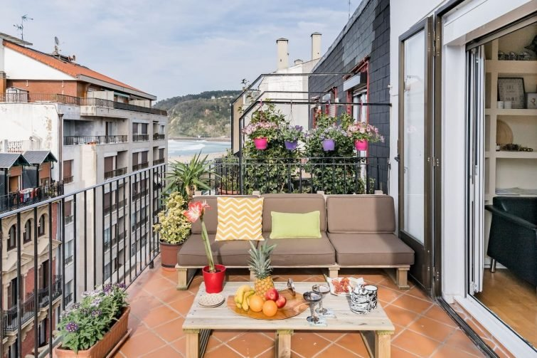 Radiant Sea-View Penthouse. Experience in Old Town