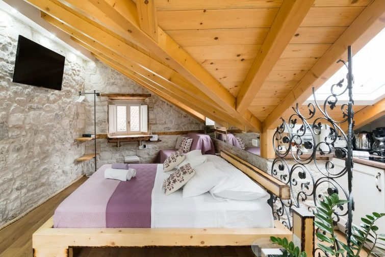 Explore Split from a Gorgeous Historic Home airbnb split
