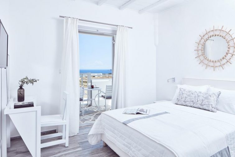 Mr. and Mrs. White Paros - paros-hotels