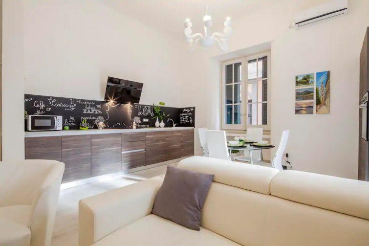 airbnb Salerne - Grand appartement rénové au centre-ville
