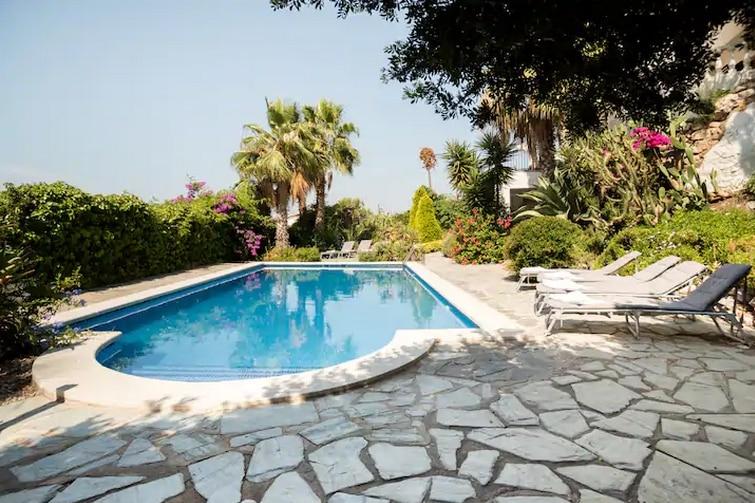 Belle villa avec piscine et vue sur la mer