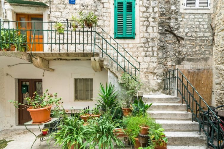 Studio in Historical Diocletian Palace with Quiet Courtyard